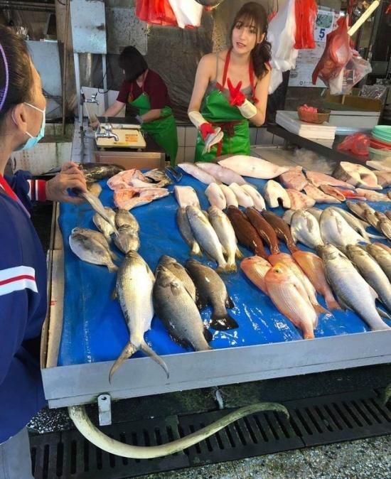 Лю Пэнпэн - самая красивая продавщица рыбы в мире