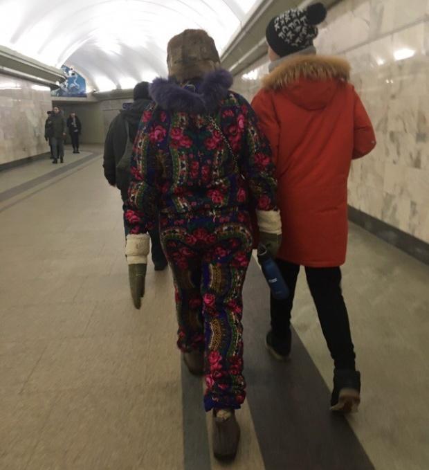 Жертвы моды - смешные фото из российского метро