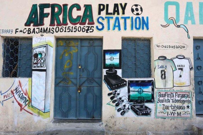 Как выглядит реклама на магазинах в Сомали
