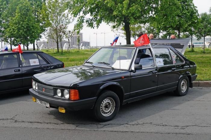 Парад ретро-автомобилей в Санкт-Петербурге